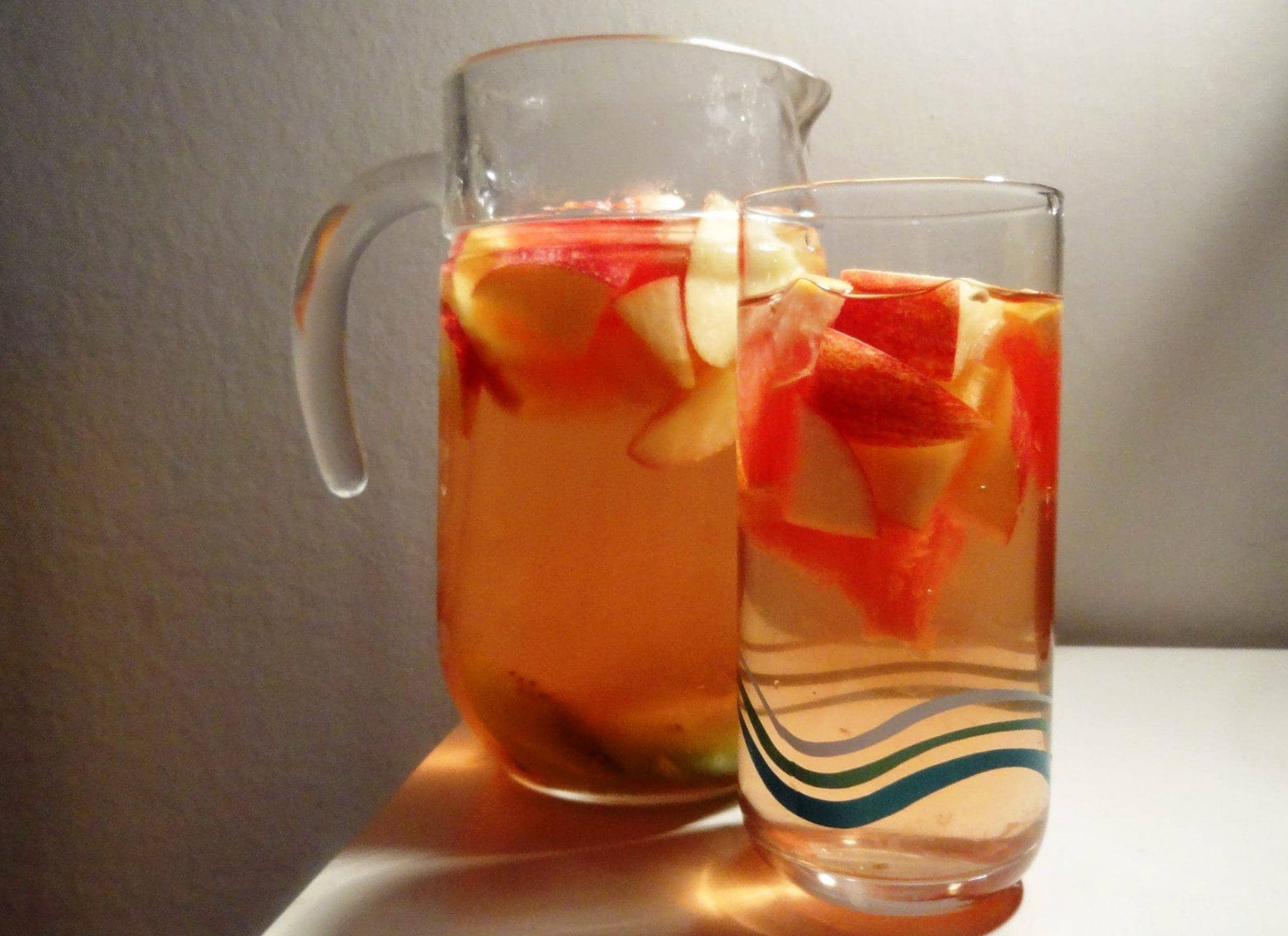 apple-and-cinnamon-detox-water